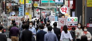 Hustle and bustle in the Myeongdong shopping district in Seoul: South Korea has come through the pandemic better than many other countries.